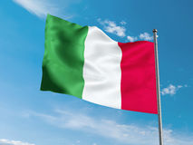 Italienisches fahnenschwenkendes im blauen Himmel Stockbilder