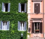 Italienisches Gebäude in Rom Lizenzfreies Stockfoto