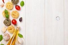 Italienisches Lebensmittel, das Bestandteile kocht Stockfotografie