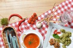 Italienisches Lebensmittel: Italienischer Lebensmittelhintergrund Stockbild