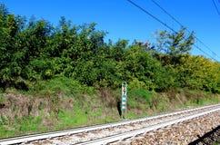 Italienisches Meilensteinzeichen des Bahnsystems modernes Kilometer Lizenzfreies Stockbild