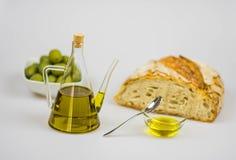 Italienisches Olivenöl mit Brot Lizenzfreie Stockfotos