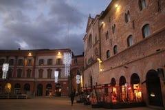 Italienisches Quadrat in der Weihnachtszeit bis zum Nacht Lizenzfreie Stockfotos
