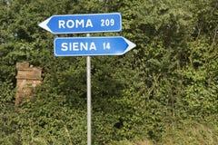 Italienisches Straßenschildzeigen. lizenzfreie stockfotografie