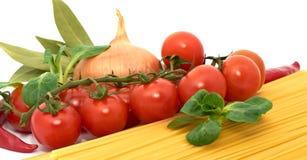 Italienisches Teigwaren spagetti mit Gemüse Stockbild
