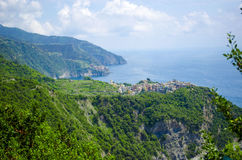 Italiensk by överst av en klippa Fotografering för Bildbyråer