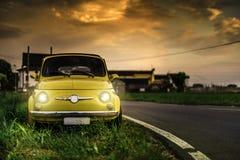 Italiensk bil Fiat Abarth för liten tappning Arkivfoto