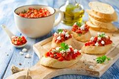 Italiensk bruschetta med högg av tomater Arkivfoto