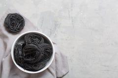 Italiensk capellinipasta på den gråa tabellen med kopieringsutrymme Royaltyfri Bild