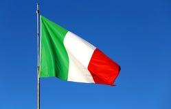 Italiensk flagga med färgerna röd vit och gräsplan Arkivbilder