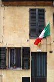 Italiensk flagga på det gamla huset Rimini Fotografering för Bildbyråer
