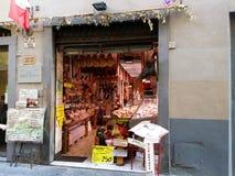 Italiensk grannskaplivsmedelsbutik Arkivbild