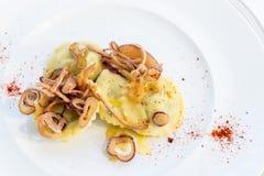 Italiensk kokkonst på tabellen royaltyfria bilder