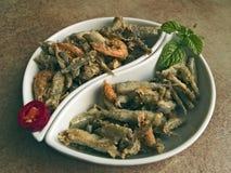 Italiensk kokkonst - stekt fisk royaltyfria foton