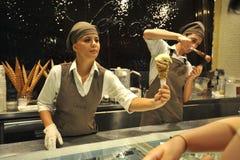 Italiensk mat: berömd icecream shoppar Venchi i Florence, Italien Arkivbild