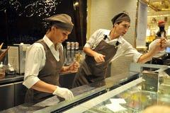 Italiensk mat: berömd icecream shoppar Venchi i Florence, Italien Royaltyfri Bild