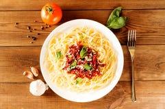 Italiensk maträtt - pasta med den sundried tomaten och basilika Top beskådar Fotografering för Bildbyråer