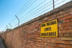 Italiensk militär områdesvägg royaltyfri foto