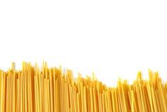 Italiensk pasta för spagetti på vit Arkivfoto