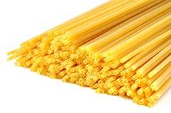 Italiensk pasta för spagetti på vit Royaltyfri Fotografi