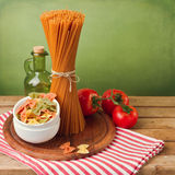 Italiensk pasta med tomater arkivbilder