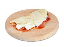 Italiensk piadina med skinka- och mozzarellaost Royaltyfria Bilder