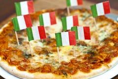 italiensk pizza Royaltyfria Bilder