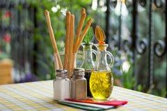 Italiensk portion banta vatten för bandet för tabellen för det glass måttet för maträtten set Arkivbilder