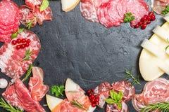 Italiensk skinka, prosciutto och salami med melon Fotografering för Bildbyråer