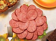 italiensk smaklig salamikorv för cutting arkivbild
