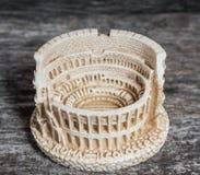 Italiensk souvenir: liten colosseo Arkivfoto
