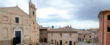 Italiensk stad av Recanati fotografering för bildbyråer