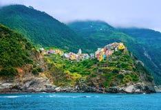 Italiensk stad på kustlinjen Royaltyfri Fotografi