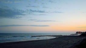 Italiensk strand på skymning stock video