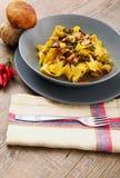 Italiensk tagliatelle med champinjonen arkivbild