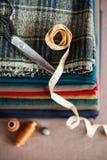 Italiensk torkdukedräkt som anpassar tradition, färgrikt tyg och tai Royaltyfria Bilder