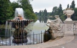 Italiensk trädgårdar & slingrande, Hyde Park, London Arkivfoto