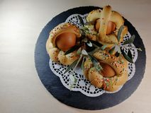 Italiensk traditionell mat kallade scarcella p? suddighetsbakgrund royaltyfri foto