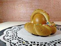 Italiensk traditionell mat kallade scarcella p? suddighetsbakgrund royaltyfria bilder