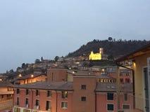 Italiensk trevlig sikt f?r st?der mycket royaltyfri foto