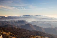 Italienska berg i vintern Arkivbild
