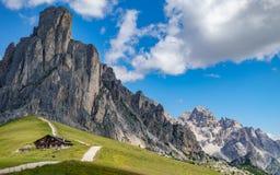Italienska berg, passo Giau i fjällängarna Arkivbild