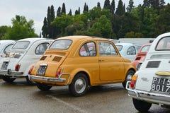 Italienska bilar Fiat 500 Royaltyfria Bilder