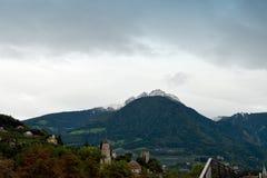 Italienska Fjälläng-sikter av Meranoen, Italien Royaltyfri Fotografi
