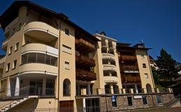 Italienska fjällängar - typisk gästhus eller hotell Arkivbild