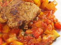 Italienska grönsaker med kalkonbiff royaltyfria bilder