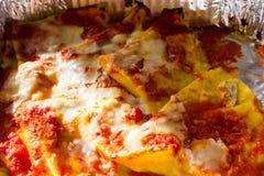 Italienska kräppar med tomaten och ost arkivbilder