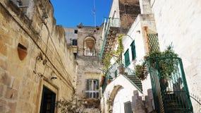 Italienskt landskap: härliga små vithus i den gamla staden av Matera, UNESCOvärldsarvet och européhuvudstad av Cultu Arkivfoton