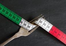 Italienskt matbegrepp med cm och gaffeln Arkivfoton
