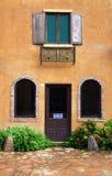 italienskt stilfönster för dörr Arkivfoton